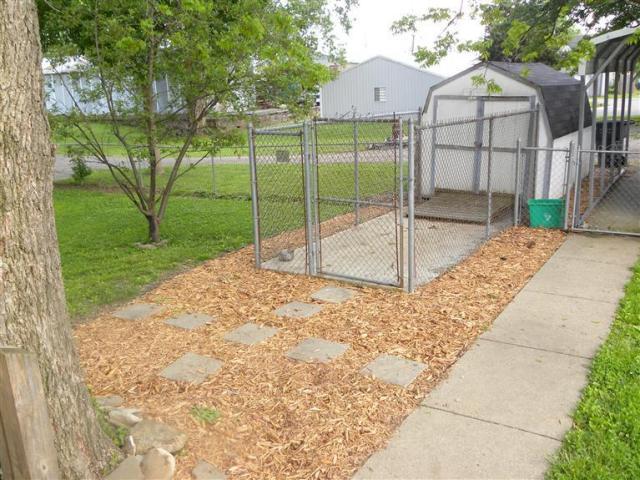 For rent for Carport dog kennels